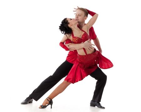 Danzare la giovane coppia su sfondo bianco. Archivio Fotografico