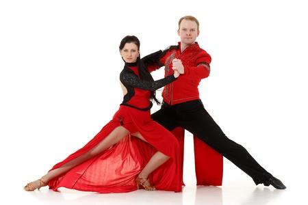 Bailando joven pareja en un fondo blanco. Foto de archivo