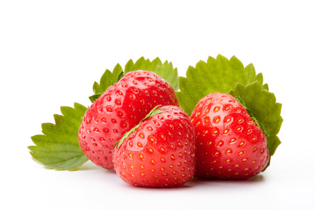 bacca: Strawberries with leaves on a white background