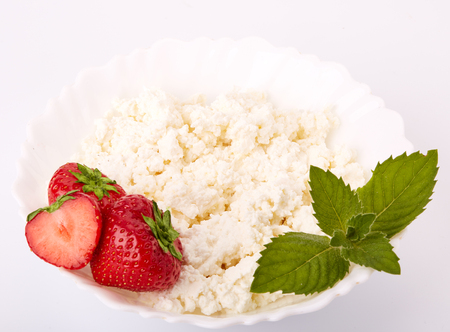 bacca: Natural cottage cheese with fresh ripe strawberries and leaf of mint on a white background