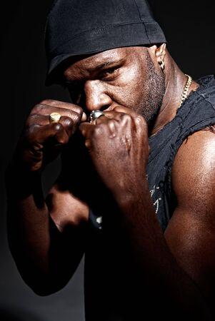 modern fighter: Black gangster uomini pronti a combattere conrast alto basso chiave.