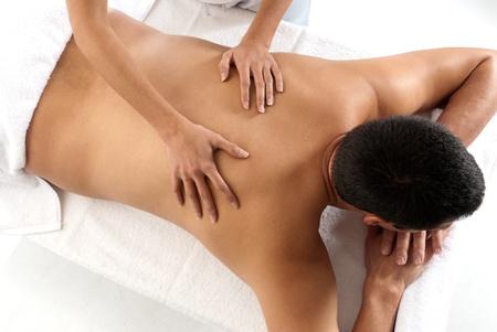 massage homme: Massage r�cepteur homme m�connaissable relax close-up traitement de mains femelles