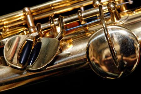 soprano saxophone: Close up de las teclas de un saxof�n soprano