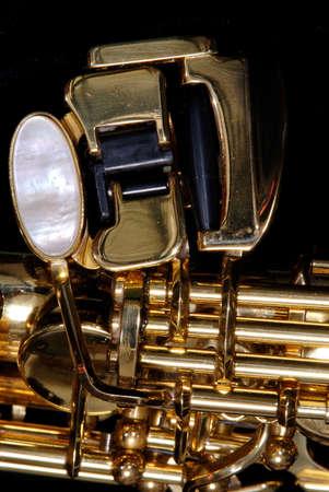 soprano saxophone: Detalle de detalle de algunas de las claves de un saxof�n soprano  Foto de archivo
