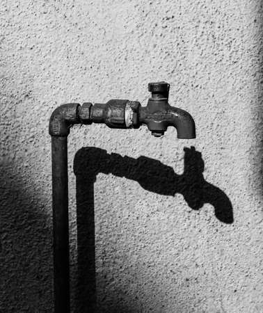 This image say to close  tap and use water limited