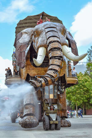 NANTES, FRANCE - JULY 1, 2017: The Machines of the Isle of Nantes (Les Machines de l'île) is an artistic, touristic and cultural project based in Nantes, France. Summer Fun for children and adults. Stockfoto - 133931719