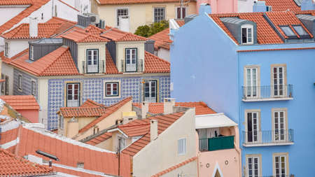 Colorful walls of the buildings of Lisbon, with orange roofs. Tourism and real estate concept. Lisbon, Portugal. Europe. Stockfoto - 136680354