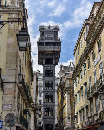 Colorful buildings and Santa Justa elevator. Famous tourist attraction in Chiado District. Sunny day in summer. Travel and transport concept. Lisbon, Portugal. Europe. Stockfoto