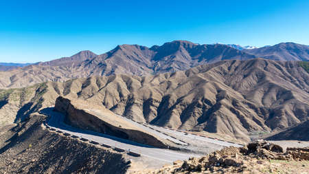 Curved road in Tizi n Tichka mountain pass in the Atlas Mountains. Road to the Sahara desert. Travel concept. High Atlas, Morocco Stockfoto