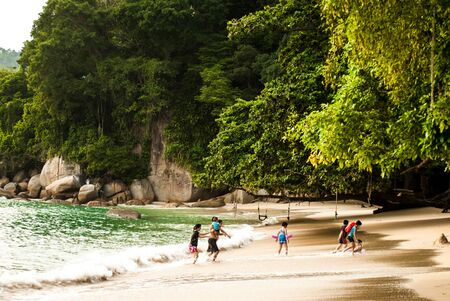 下午在马来西亚邦哥岛的海滩上——2015年7月