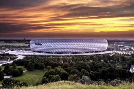 2013 年 6 月 18 日で日没時に - ドイツ - ミュンヘンのアリアンツ ・ アレーナ