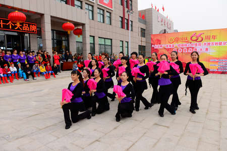 fan dance: Luannan - September 29: fan group dance performances in shopping square, on September 29, 2014, the south of the luanhe river, hebei, China. Editorial