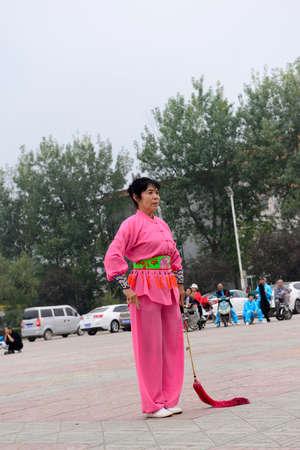 position d amour: Luannan - 20 Septembre: une cl�ture de la femme dans les activit�s culturelles carr�, la performance, le 20 Septembre 2014, au sud de la rivi�re de Luanhe, Hebei, en Chine.