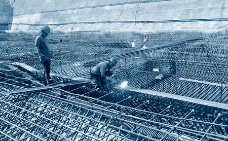 Bouwvakkers op het werk, in de bouwplaats