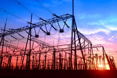 Hoogspanning elektriciteitsnet Stockfoto