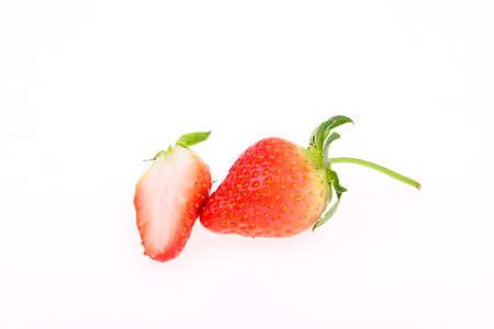Frische Erdbeeren auf weißem Hintergrund Standard-Bild - 90909355