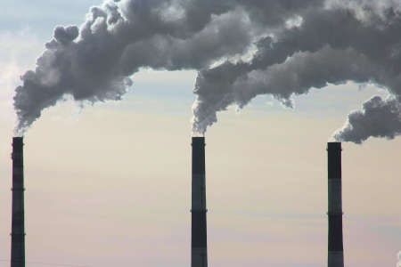 Smoke from the pipes, a polluting ozone layer