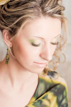 blindly: La chica de verde ciegamente