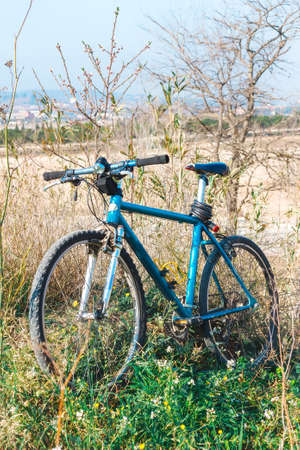 Mountain bicycle in sunlight outdoor - Shallow depth of field Banco de Imagens