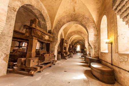 hessen: Weinkelter von Kloster Eberbach Eltville am Rhein Rheingau Hessen Germany