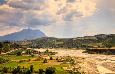 리버 밸리 여름 풍경 Distrct Gramsh 알바니아 여행 팁 스톡 콘텐츠