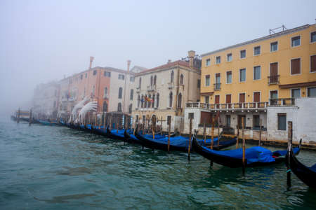 Venice grand canal in the morning mist lagoon city Editoriali