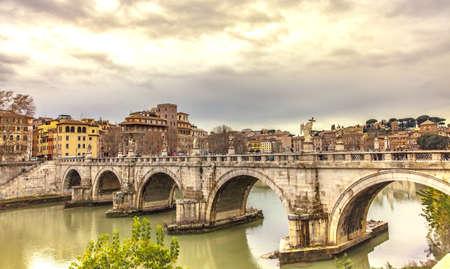 Ponte Sant Angelo Ponte sul fiume Tevere nelle città di viaggio invernale di Roma Italia Europa