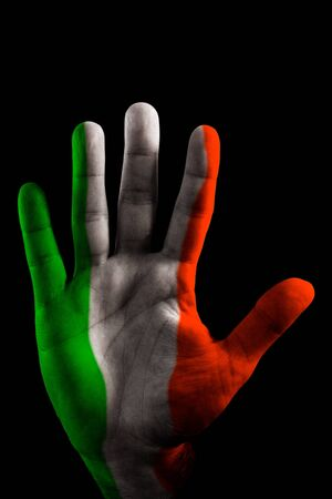 simbols: A opened Hand with the Italy Flag painted on it, like saying STOP.