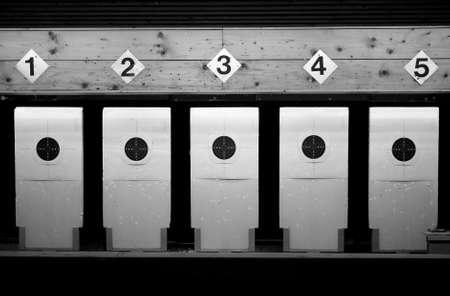 tiro al blanco: Tiro al blanco en blanco y negro