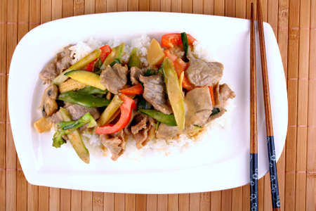 baby rice: Beef with mushrooms, peppers, baby corn, carrots, leeks in peanut sauce