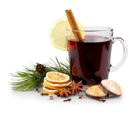 Mulled wine in glass with cinnamon stick, christmas sweets, isolated Imagens