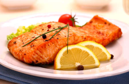 Grilled salmon filet and vegetables, close up Archivio Fotografico