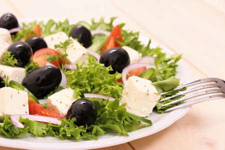 gigantesque: Salade grecque, olives noires gigantesques, fromage de brebis, de pr�s