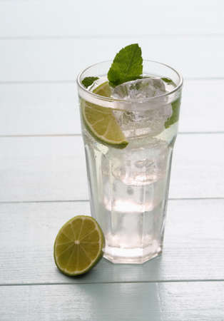 hugo: Hugo cocktail with lime, mint and ice cubes, close up