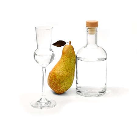Birne Abate Fetel mit Glas und Alkohol Flasche, isoliert