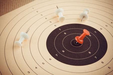 GOALS: Establecer meta y ganar con el pin rojo, concepto de negocio, vista desde arriba