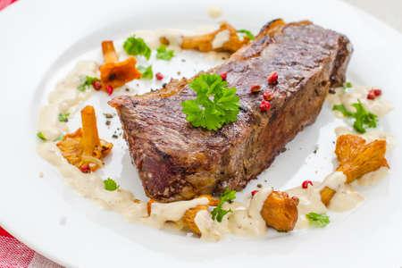 rump steak: Grilled rump steak with chanterelle mushrooms and cream sauce