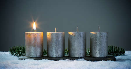 Light four advents candles with matches Banque d'images
