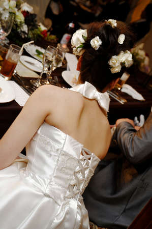 crush on: Back style scene climax of the bride of venue on the terraced glimpse, crush cheers are wrapped feast Stock Photo