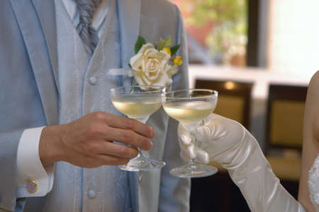 listened: Cheers scene, listened to the bride and groom matching set toast speech, good wins thoughts forever future mood Stock Photo