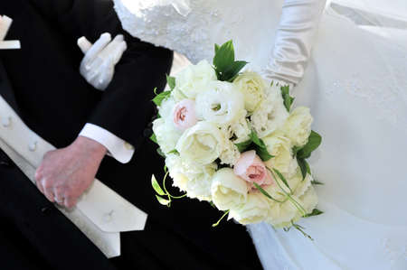 arm bouquet: Wedding Bouquet, ball type that has him retaining the arm of the bride, stylish bouquet with flowers of elegant