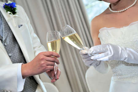 come up to: Toast scene, unveiling at your wedding reception of aligned two people, the bride and groom come welled up is joy Stock Photo