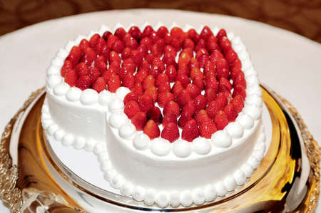 receptions: Heart-shaped wedding cake of students, Strawberry is Ko~tsu sow Kansan