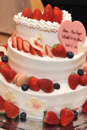 sleek: Bridal Image, very nice, sleek, elegant wedding cake Stock Photo