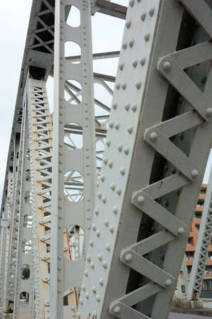 strong skeleton: Sturdy iron bridge, which is nestled in the beam
