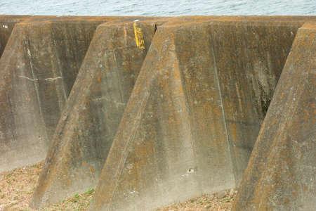 Golfbrekers om ruige rivieren te beschermen