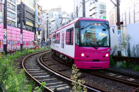 Tokyo-August 1, 2016: August 1, 2016 Tramway near Otsuka. This tram is the only tram connecting the Waseda and Minowa lines in Tokyo. It is an important public transport for the local people on the tram that runs through the downtown area of Tokyo. Редакционное
