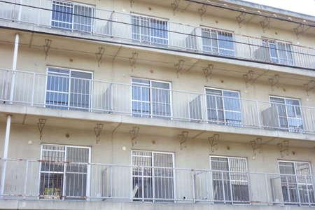 Retro, detached apartment house that can be rebuilt 版權商用圖片