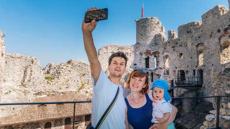 ogrodzieniec: OGRODZIENIEC, POLAND - SEP 03, 2016 Family makes selfie in nature