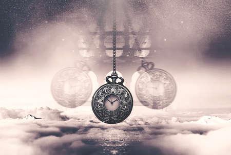 雲の上を振るチェーン hypnotising ウォッチ。時間の概念